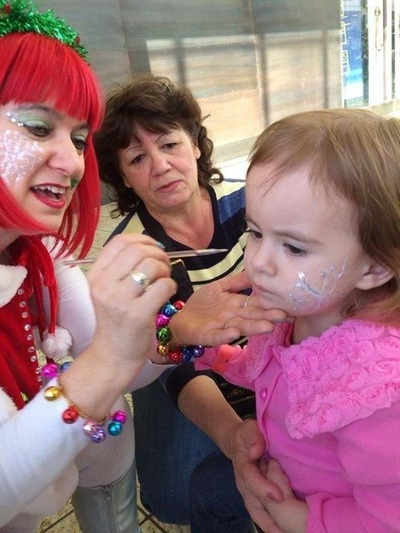 child friendly face painter for Christmas holiday festival